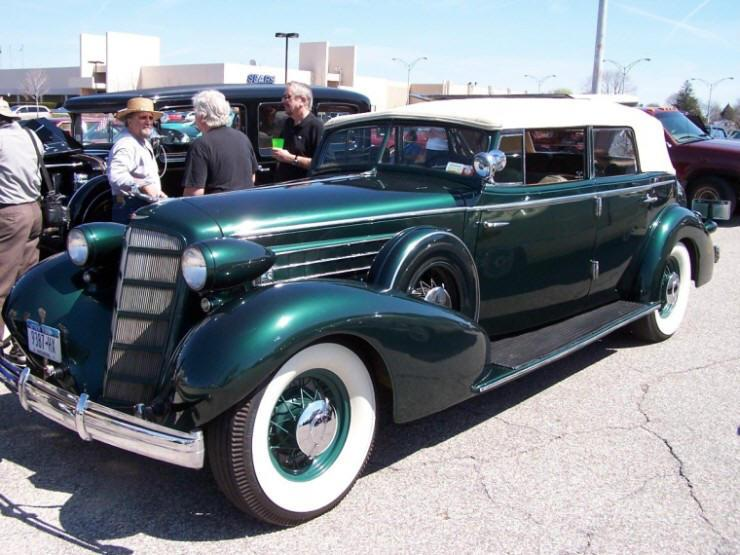 Front Left 1935 Cadillac Fleetwood Car Picture