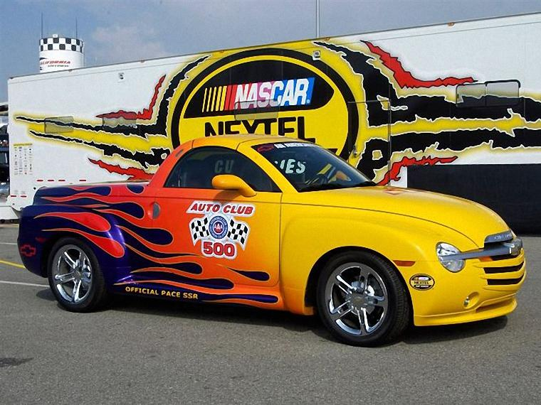 Front Right 2005 Chevrolet SSR Pace Car Picture