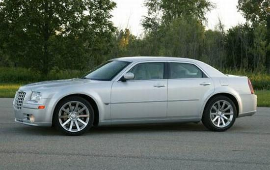 Presents a left side 2005 Chrysler 300C Car Picture