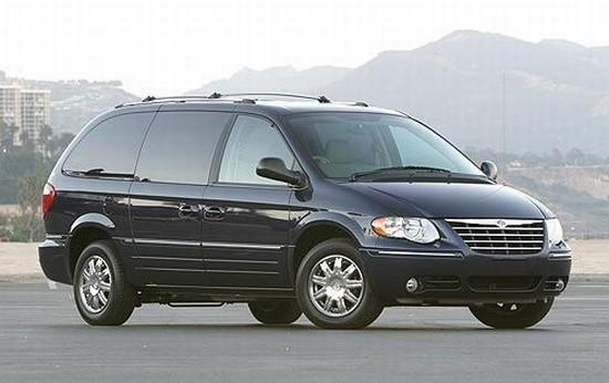 2005 Chrysler Town and Country Car Picture