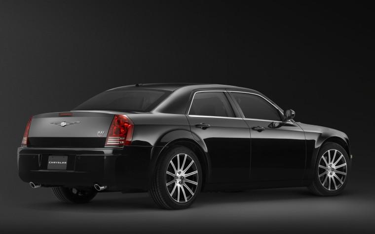 Rear Right 2010 Chrysler 300S Car Picture