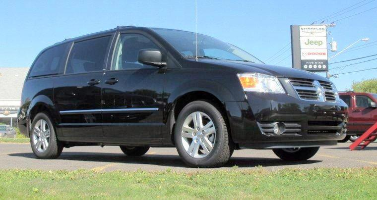 Front right 2009 Dodge Grand Caravan Minivan Picture