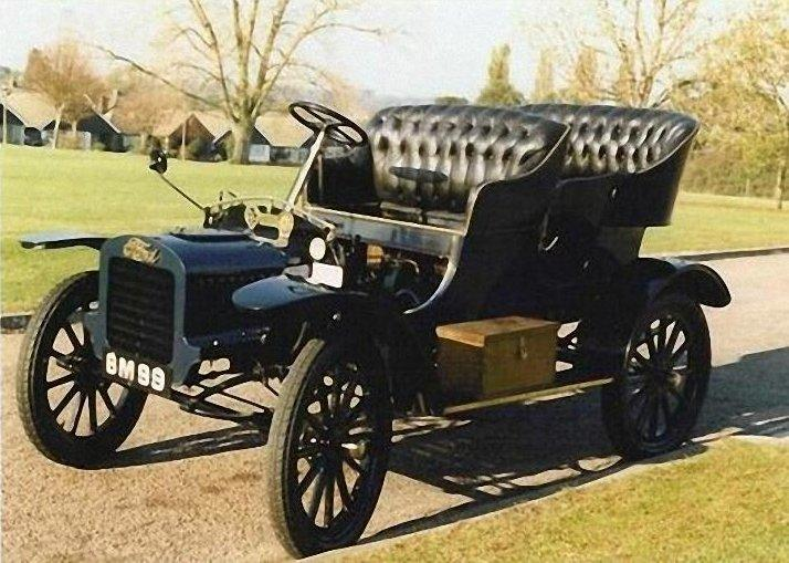 Front Left 1904 Ford Model C Car Picture