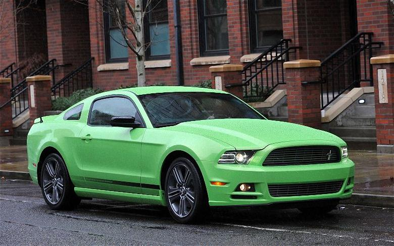 Front Right Green 2013 Ford Mustang Car Picture