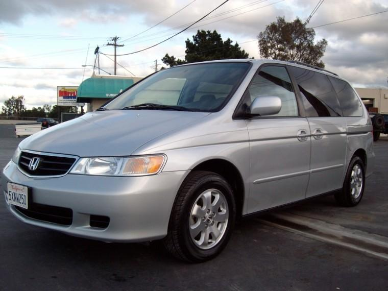 Front Left Silver 2004 Honda Odyssey EX Minivan Picture