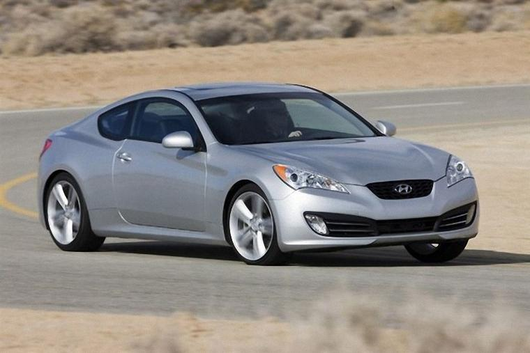 Front Right Silver 2010 Hyundai Genesis Car Picture