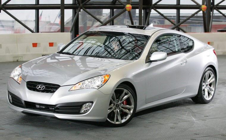 Right Left 2010 Hyundai Genesis Car Picture