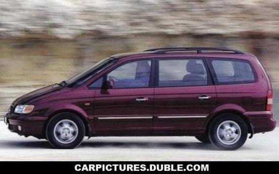 Left Side Purple Hyundai Trajet Car Picture
