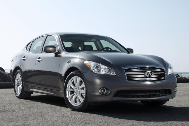 Front Right 2011 Infiniti M56 Car Picture
