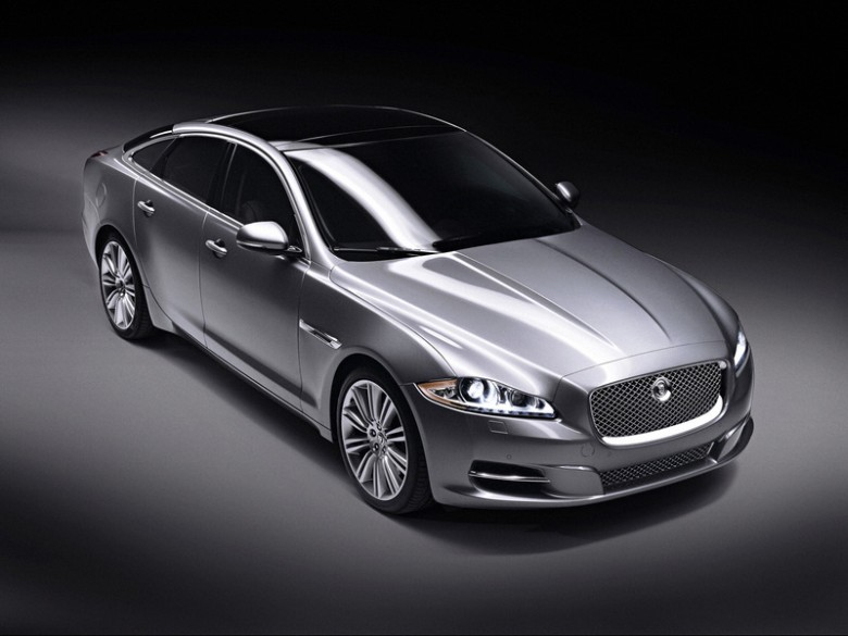 Front Right 2010 Jaguar XJ Supersport Car Picture