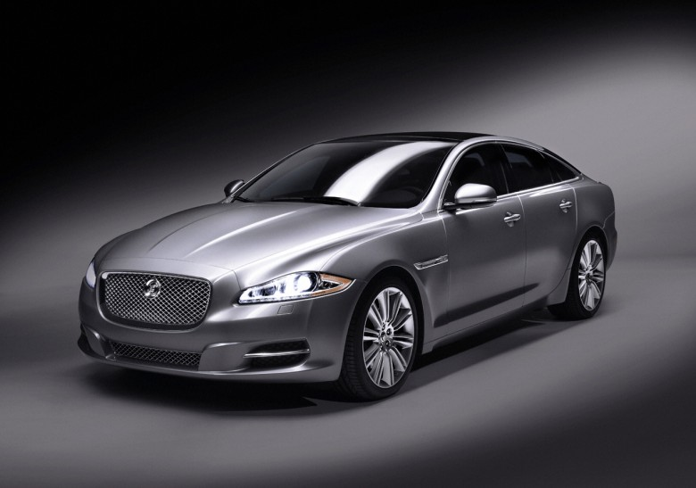 Front Left Silver 2011 Jaguar XJ Auto Photo
