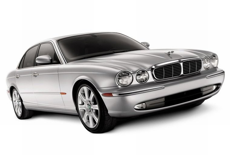 2004 Jaguar XJ8 Car Picture