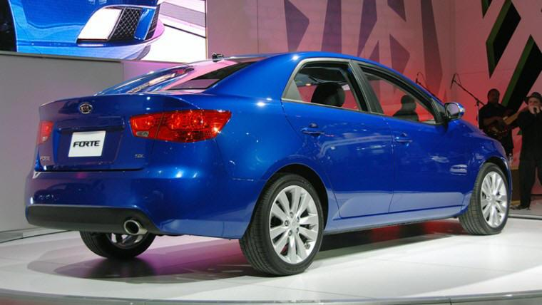 Rear Right 2010 Kia Forte Car Picture