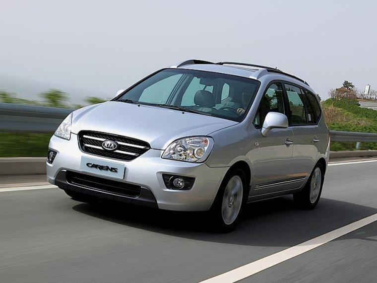 Front left Silver 2008 Kia Rondo Car Picture