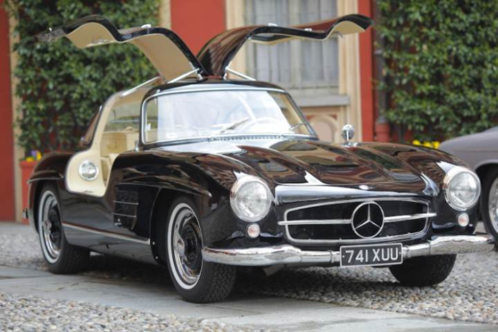 Front Right Winged 1954 Mercedes-Benz 300SL Car Picture