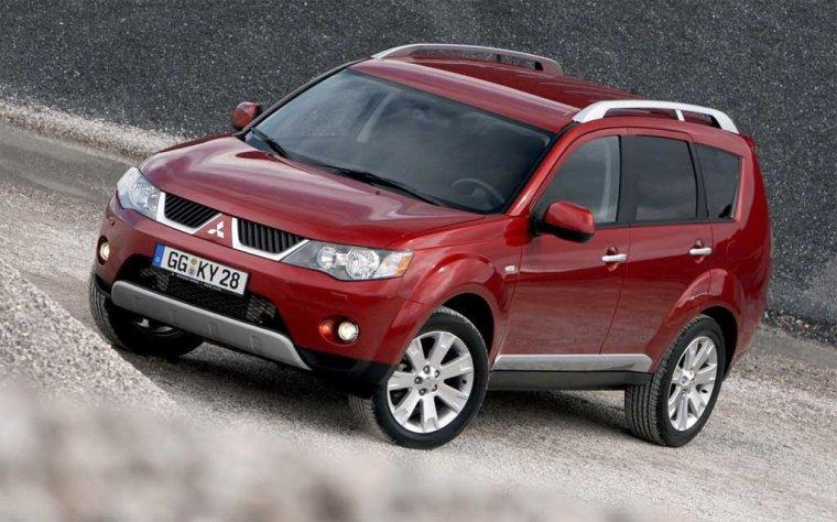 Front left Maroon 2008 Mitsubishi Outlander SUV Picture
