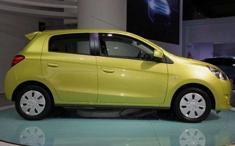 Right Side Yellow 2013 Mitsubishi Mirage Car Picture