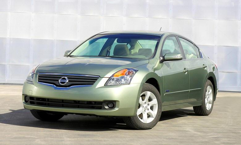 Front Left Green 2010 Nissan Altima Hybrid Car Picture