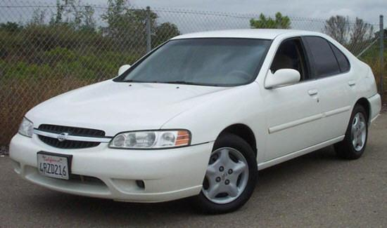 Front left White 2001 Nissan Altima Car Picture