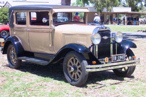 Front Right Tan Colored 1929 Oldsmobile F29 Car Picture