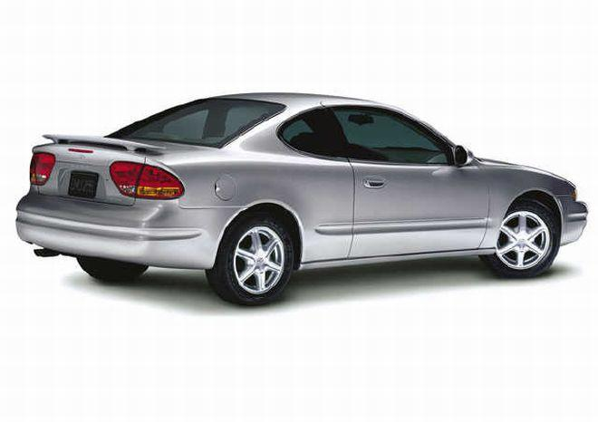 Rear Right Silver 2004 Oldsmobile Alero Car Picture