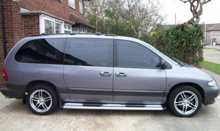 1999 Plymouth Grand Voyager Van Picture