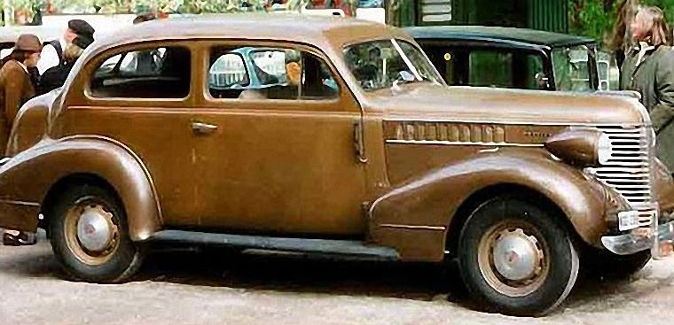 Right Side 1938 Pontiac Deluxe Car Picture