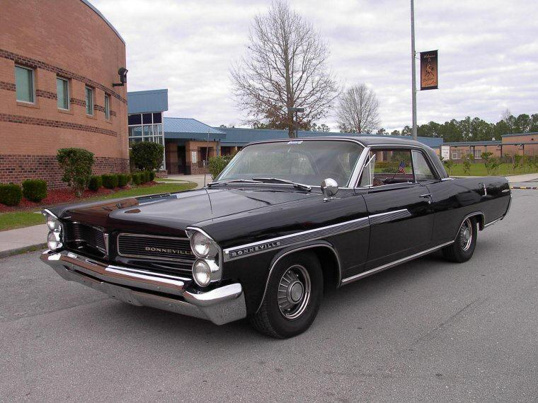 1963 Pontiac Bonneville Front left Side Car Picture