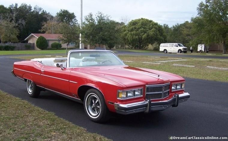 1975 Pontiac Grand Ville Brougham Front RIght Side Car Picture