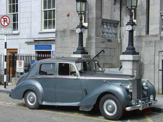 1954 Rolls-Royce Silver Dawn Front Right Car Picture