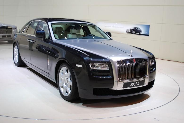 Front Right 2010 Rolls-Royce Ghost RR4 Car Picture