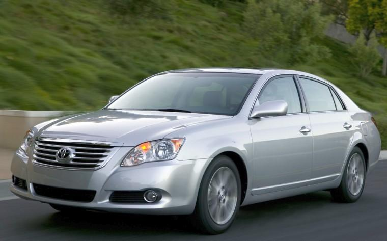 Front Left 2010 Toyota Avalon Limited Car Picture