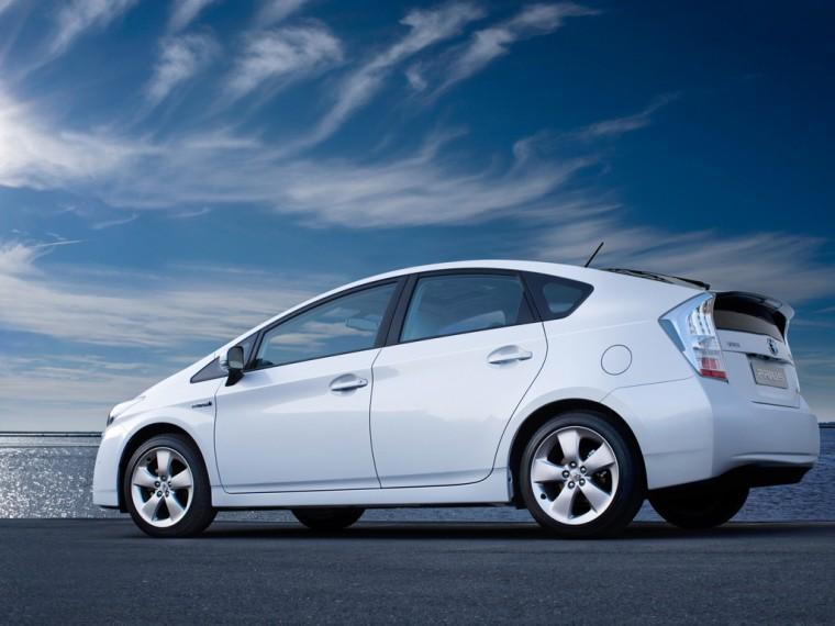 Rear Left 2010 Toyota Prius III Hybrid Car Picture