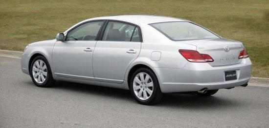 Rear left silver 2005 Toyota Avalon Car Picture