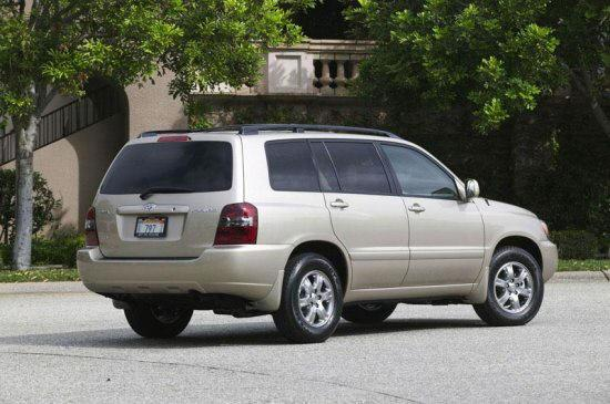 Rear right silver 2005 Toyota Highlander Car Picture