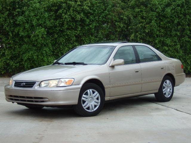 2000 Toyota Camry LE Front left Car Picture
