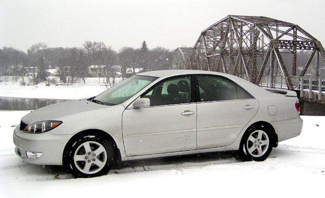 Left Side White 2006 Toyota Camry SE Car Picture