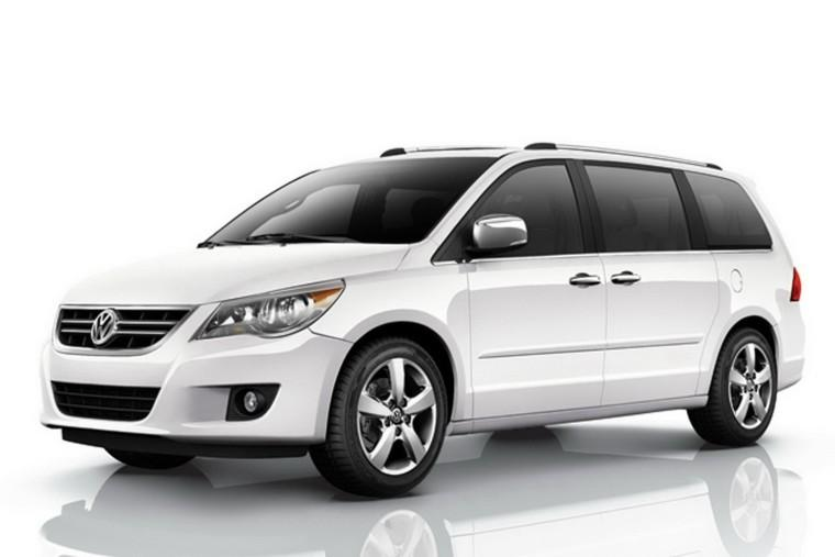 Front Left White 2010 Volkswagen Routan Minivan Picture