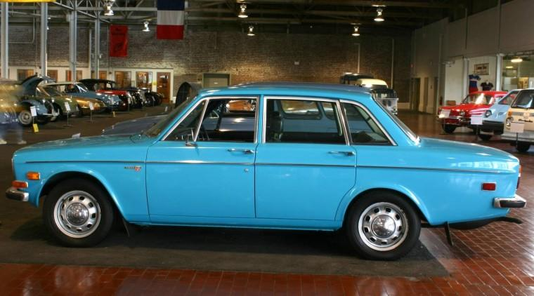 Left Side Blue 1971 Volvo 244 Car Picture