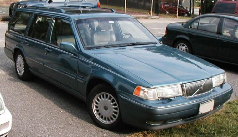 1998 Volvo 960 Front Right Station Wagon Picture