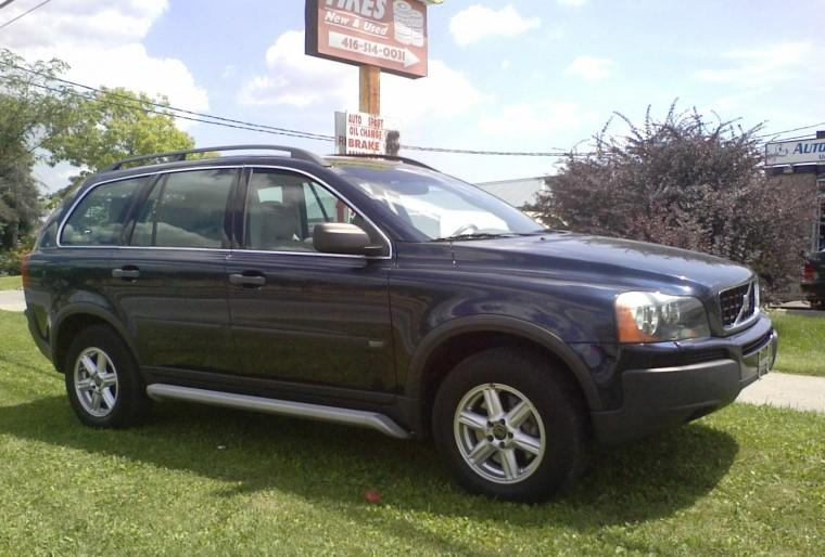 Front Right 2004 Volvo XC90 Wagon Picture