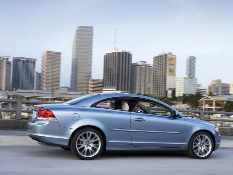 Right Side Blue 2009 Volvo C70 Car Picture