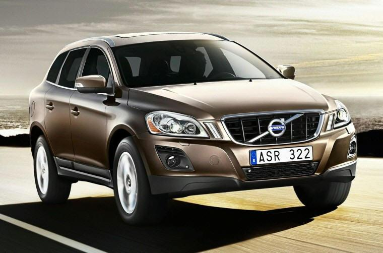 Front Right 2010 Volvo XC60 CUV Picture