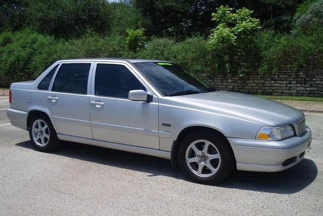 1999 Volvo S70 Front Right Car Picture